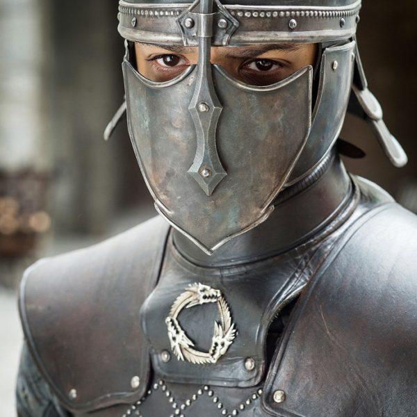 Ver Gris en tenue de combat. Crédit : HBO