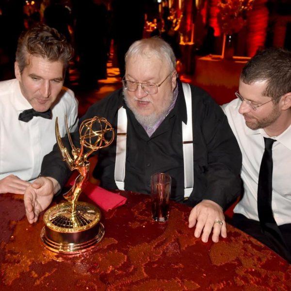 David Benioff, George R. R. Martin et D. B. Weiss aux Emmy Awards 2015 (NY Daily News)