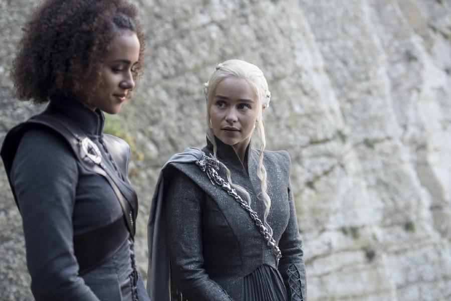 Nathalie Emmanuel, Emilia Clarke (Crédit: Macall B. Polay/HBO)