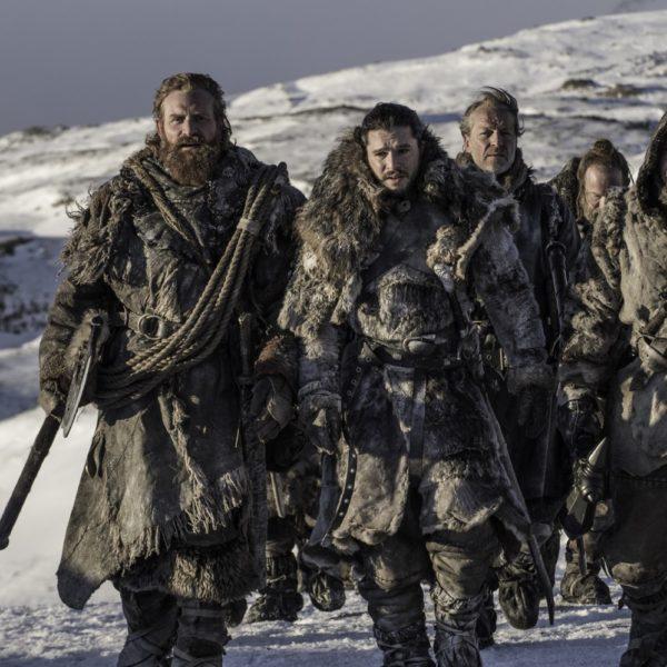 Tormund, Jon Snow, Jorah Mormont, Gendry. Kristofer Hivju, Kit Harington, Iain Glen, Joe Dempsie (Crédit : Helen Sloan/HBO).