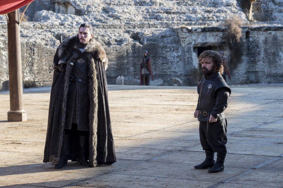 Jon Snow et Tyrion Lannister à Port-Réal Kit Harington, Peter Dinklage (Crédit : Macall B. Polay/HBO)