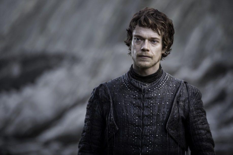 Theon Greyjoy, réfléchissant aux malheurs prochains qui vont lui tomber dessus Alfie Allen (Crédit : Macall B. Polay/HBO)