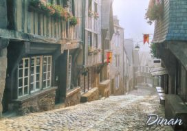 maisons à colombage et rues pavées au Moyen Âge : exemple de la ville de Dinan (Crédits : H. Marcou, Editions d'Art)