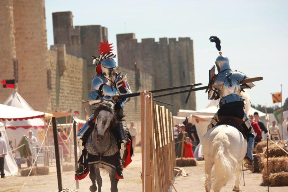 Reconstitution du joute équestre, XVème siècle (Tournoi d'Aigues-Mortes 2015) (Crédits : Les Écuyers de l'HistoireLes Écuyers de l'Histoire, avec leur aimable autorisation)