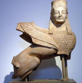 Statue de sphinx grec en marbre (Attique, vers 550 av. J.-C.) (crédits : Marsyas, Wikimedia Commons)