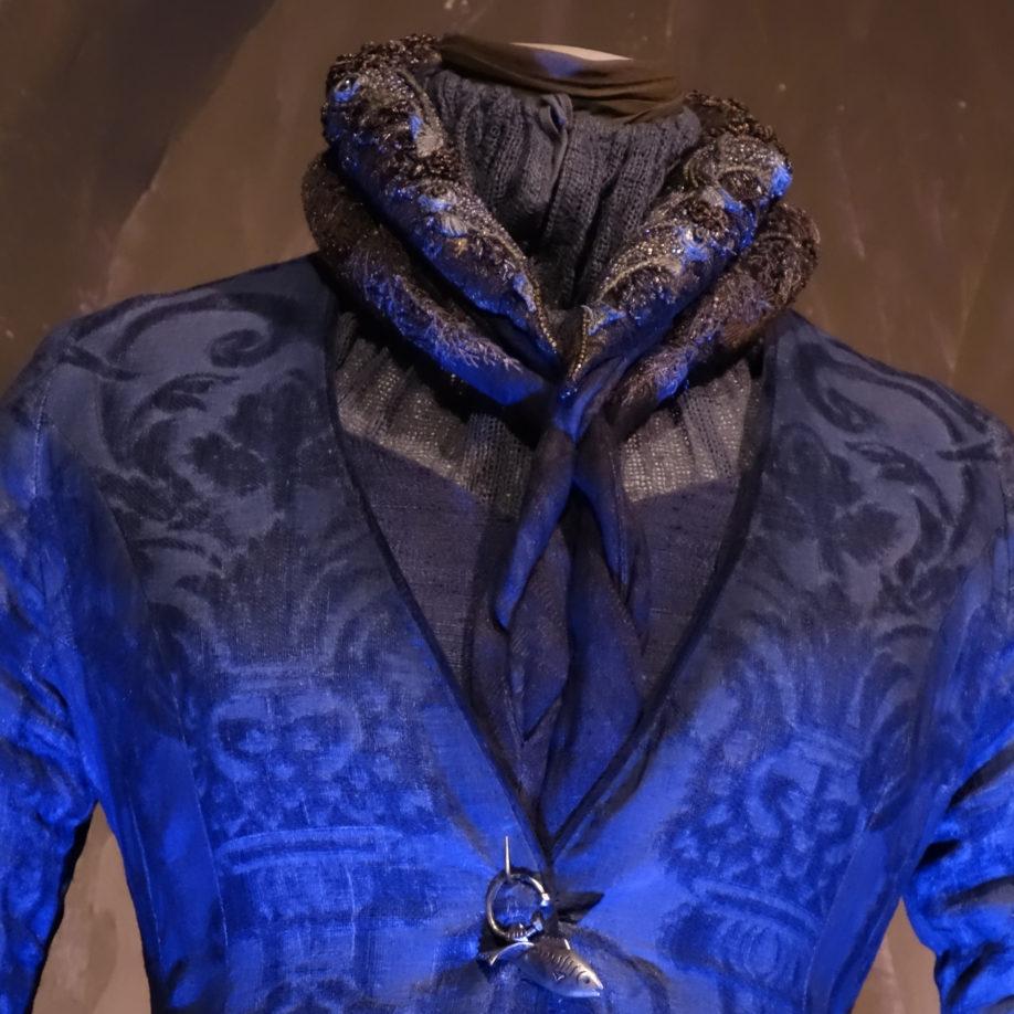 Détail du col de la robe de Catelyn Stark (crédits : Thistle).
