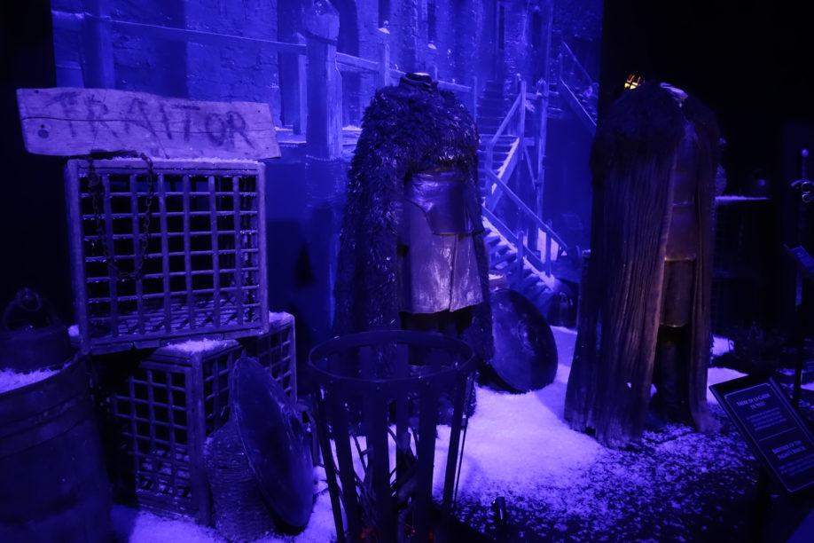 Décor et costumes de la Garde de Nuit à Châteaunoir (crédits : Thistle).