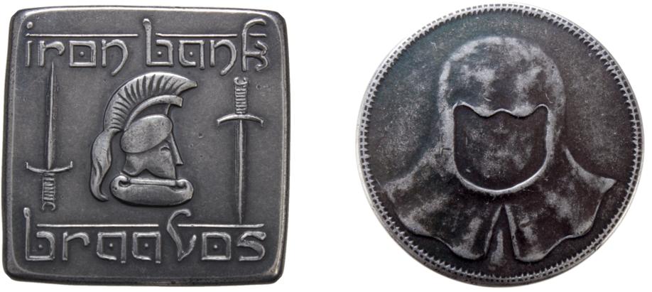 Des pièces de Braavos, une de la Banque de Fer et l'autre des Sans-Visage. Crédit : Shire Post Mint.
