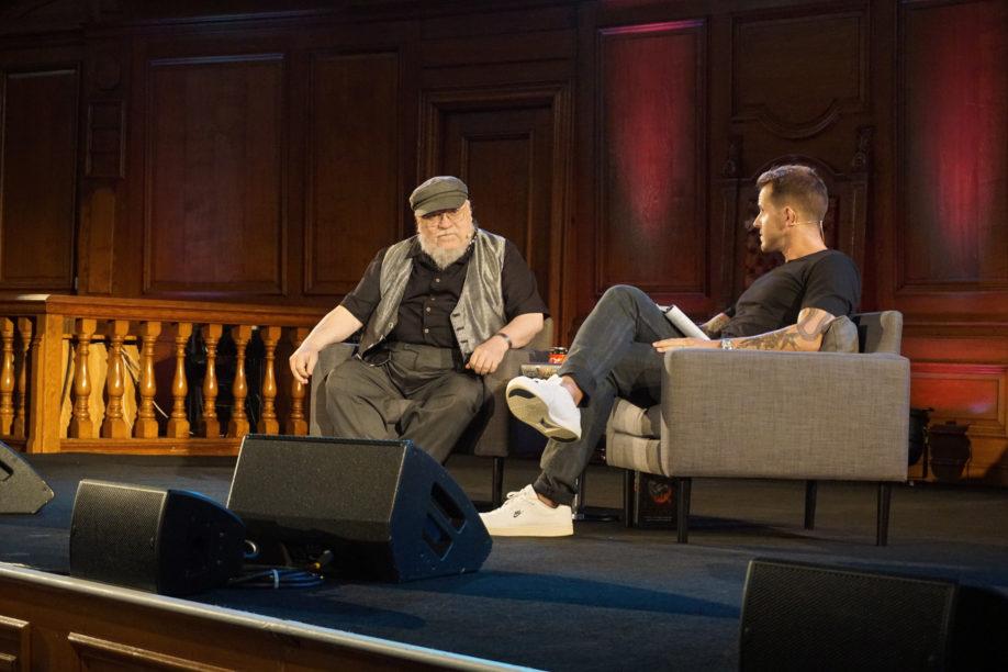 George R.R. Martin et Dan Jones - Londres (Emmanuel Center), août 2019 (© Photo par La Garde de Nuit)