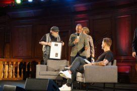 George R.R. Martin recevant les Nielsen Bestseller Awards - Londres (Emmanuel Center), août 2019 (© Photo par La Garde de Nuit)